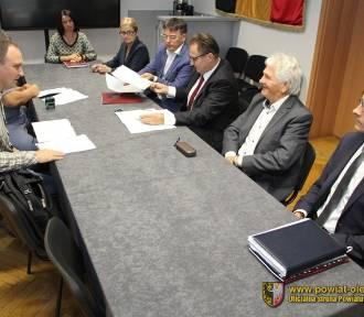 Podpisano umowę na budowę drogi wewnętrznej na terenie PZS w Oleśnicy
