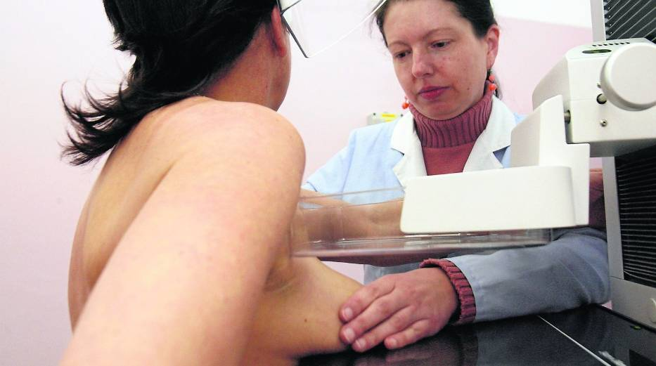 Mammografia robiona profilaktycznie raz na dwa lata pozwala wcześniej wykryć zmiany nowotworowe, a tym samym zwiększa szanse na wyzdrowienie
