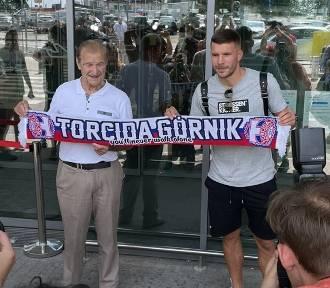 Łukasz Podolski już w Polsce. Nowego piłkarza Górnika Zabrze powitała legenda klubu