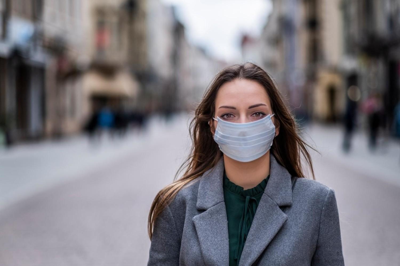 Od 16 kwietnia 2020 roku rząd wprowadza obowiązek zasłaniania ust i nosa w przestrzeni publicznej