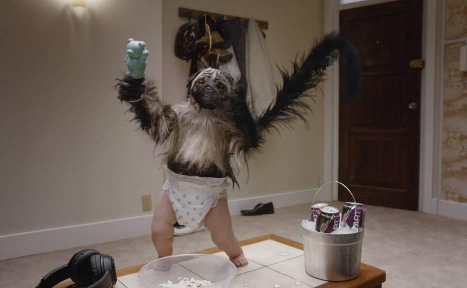 Szczeniak, małpa i dziecko w jednym. Reklama, która bije rekordy popularności w USA