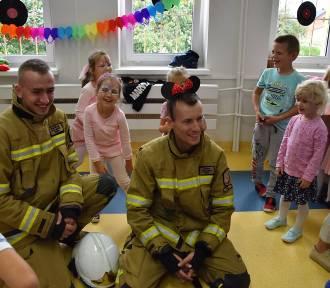 Atrakcyjny Dzień Przedszkolaka w Konopnicy. Dzieci odwiedzili strażacy z Szynkielowa