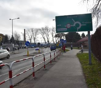 Tarnów. Rondo tymczasowe na Krakowskiej się sprawdziło. Przebudują je na stałe