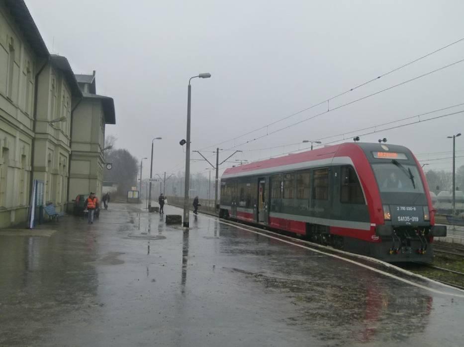 Na linii nr 25 Tomaszów-Opoczno zamiast pociągów pojadą autobusy