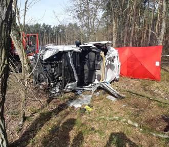 Śmiertelny wypadek na drodze Szynkielów - Stolec ZDJĘCIA