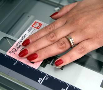 Od listopada można składać wnioski o dowody z odciskiem palca