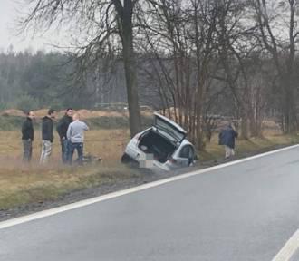 Tragedia w Mierzęcicach na DK 78. Kierowca nie żyje.