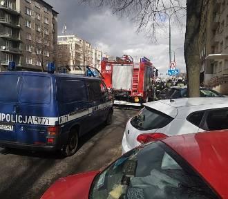 Reklama uszkodziła samochód zaparkowany przy Korfantego ZDJĘCIA