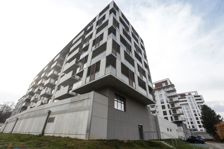 Przejdź do kolejnych zdjęć, żeby zobaczyć wykresy na temat rynku mieszkaniowego w Polsce – liczby budowanych i sprzedawanych lokali, cen mieszkań itd