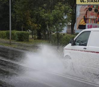 Nowa deszczowa Sól. Ciężki mecz na trawie, równie trudne zakupy w deszczu