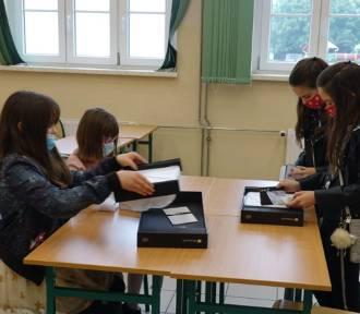 Kolejni uczniowie z gminy Nysa dostaną komputery do nauki