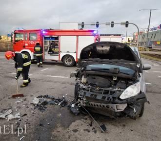 Wypadek w Elblągu na Ogólnej. Zderzyła się ciężarówka z autem