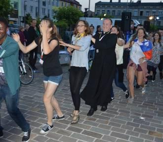Lambada na pl. Kościuszki z pielgrzymami FOTO