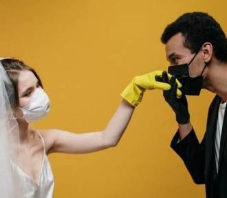 Od całowania rączek pań po seks w maseczce, czyli nieoczywiste skutki pandemii