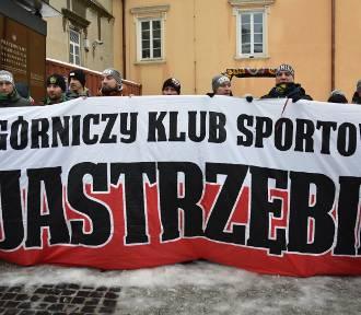 Kibice z całej Polski pielgrzymują dzisiaj na Jasną Górę ZDJĘCIA