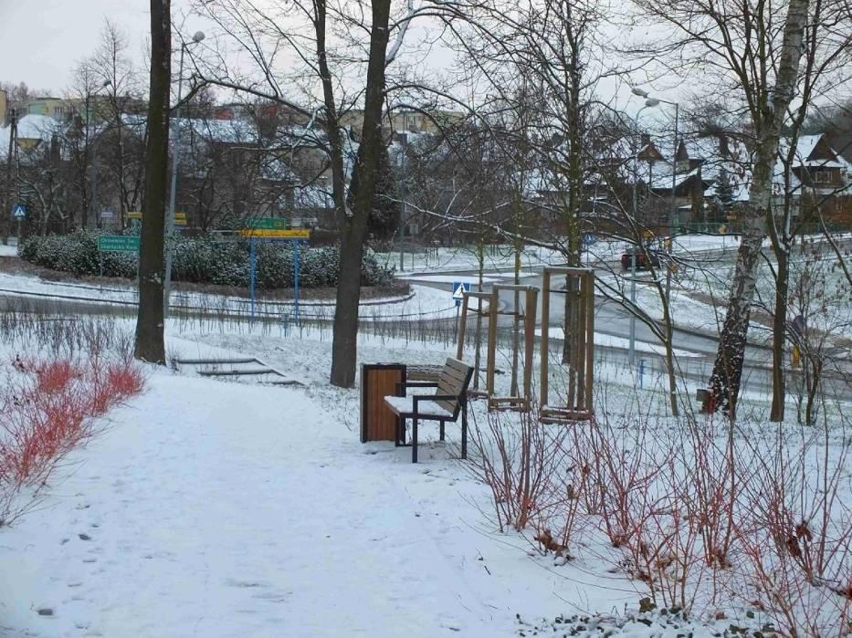 Starachowice zasypane śniegiem. Zobacz co się dzieje na drogach i chodnikach