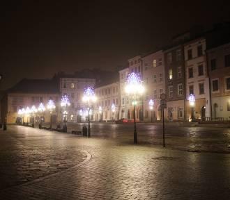 Dziwnie jak nigdy. Tak wyglądały ulice Krakowa w Sylwestra 2020 [ZDJĘCIA]