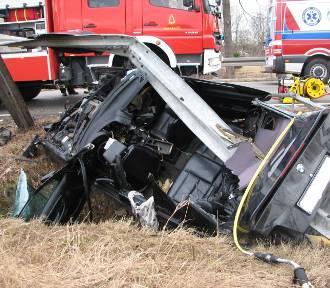 Groźny wypadek w Borkach. Cudem uniknęli śmierci [ZDJĘCIA]