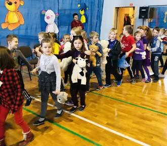 Nowa Karczma. Uczniowie przynieśli swoje ukochane pluszaki i wzięli udział w niezwykłym święcie