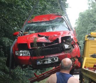 Samochód osobowy wypadł z drogi na trasie Sulmierzyce-Krotoszyn [ZDJĘCIA]