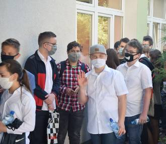 Malbork. Egzamin ósmoklasisty 2020 w reżimie sanitarnym [ZDJĘCIA]. Uczniowie Szkoły Podstawowej