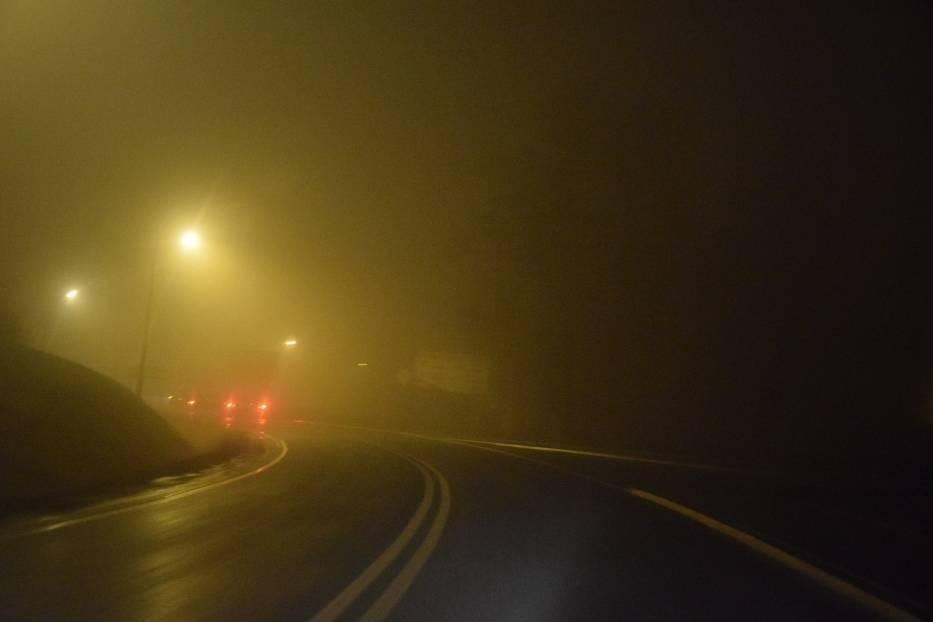 Mgła, trudne warunki na drogach