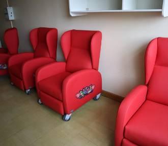 Nowe fotele dla rodziców na chirurgii dziecięcej USK w Opolu