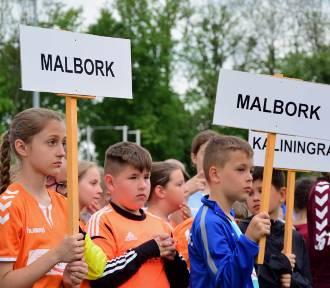 Mistrzostwa strefy przygranicznej w Malborku rozpoczęte [ZDJĘCIA]. W sobotę mecze grupowe,