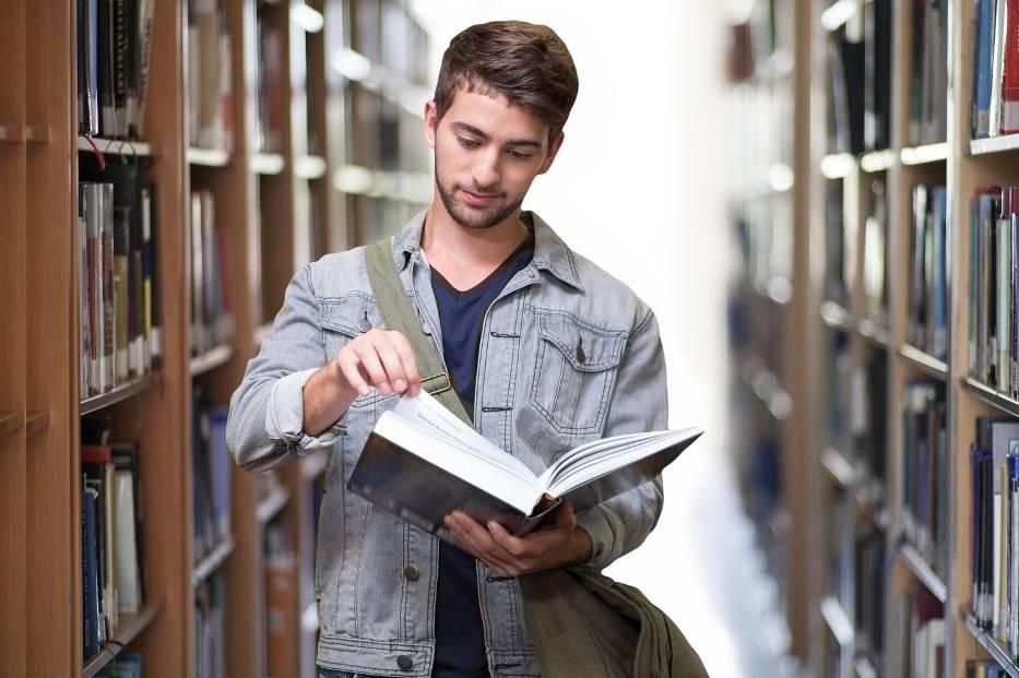 W wykazie najpopularniejszych kierunków studiów, przygotowanym przez ministerstwo nauki brano pod uwagę te, na które w rekrutacji na rok akademicki 2020/2021 zgłosiło się powyżej 8 tysięcy kandydatów