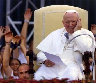 Quiz. Co wiesz o Papieżu Polaku? Te ciekawostki o Janie Pawle II mogą cię zaskoczyć!