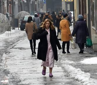 Diagnoza w Rybniku! Agnieszka Warchulska w piżamie i klapkach biega po deptaku! [ZDJĘCIA]