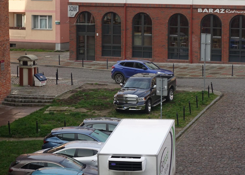 I znów komuś zabrakło miejsca na zaparkowanie zgodnie z przepisami