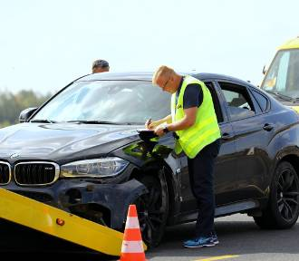 Pijany Kamil D. spowodował kolizję na autostradzie A1 pod Piotrkowem. Znanego dziennikarza zatrzymała