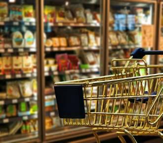 Tesco, Biedronka, Lidl?... Sprawdź, który sklep jest najtańszy w Polsce [CENY]