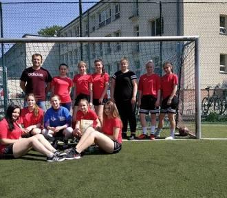 Piłkarki z ZSP nr 1 w Opocznie wygrały półfinał wojewódzki (FOTO)