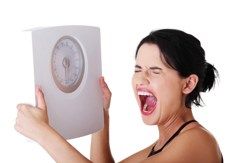 Wieczorem 3 kg więcej niż rano? Poznaj 10 przyczyn wahań wagi w ciągu dnia