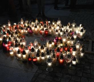 Światło pokoju i pamięci przeciwko nienawiści zapłonęło na placu Wolności w Sztumie [ZDJĘCIA]