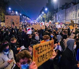"""Protest pod domem Jarosława Kaczyńskiego. """"To jest wojna"""""""