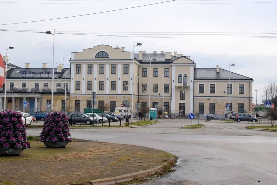 Niedziela w Skarżysku-Kamiennej. Pustki na ulicach [ZDJĘCIA]