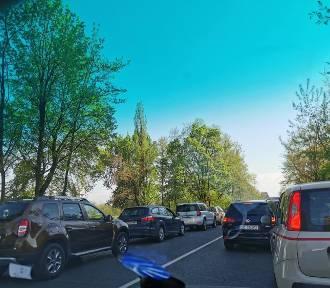 Katowice. Ul. Brynowska całkowicie zablokowana po potrąceniu motocyklisty