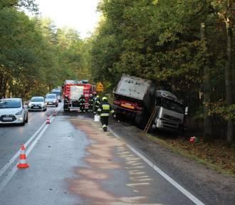 Wypadek w okolicach Łubiany. Kierowca ciężarówki trafił do szpitala