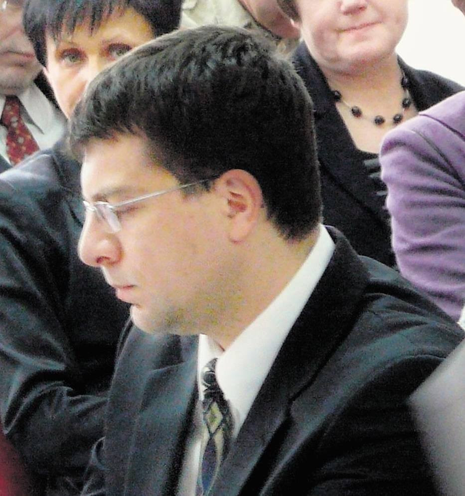 <b>Piotr Cybula</b> jest radnym powiatowym z ramienia PiS - 4da7a22fd9f23_o,size,933x0,q,70,h,56b639