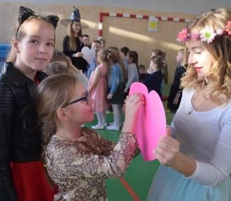 Człuchów. Andrzejki w szkole sportowej (zdjęcia, filmy)