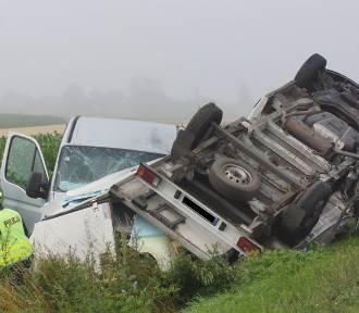 Wypadek w Russowie koło Kalisza. Zderzenie trzech pojazdów na drodze krajowej nr 25. ZDJĘCIA