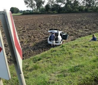 Gmina Nowy Dwór Gd. Utrudnienia na dk7. Samochód wjechał na pole