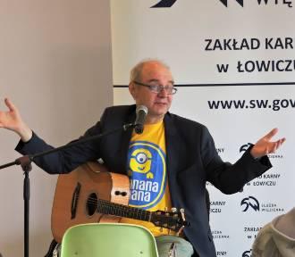 Tomasz Żółtko zaśpiewał dla osadzonych w łowickim więzieniu [ZDJĘCIA]