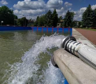 Gorlice. Trwa napełnianie odkrytego basenu. Kiedy otwarcie?