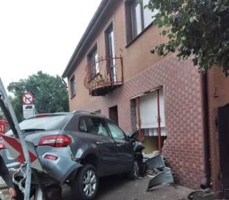 Sieraków. Pijany kierowca wjechał w dom! Usłyszał zarzuty[ZDJĘCIA][FILM]