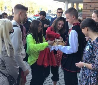 Szkoła Podstawowa Gminy Sieradz gości uczniów z pięciu krajów [FOTO]