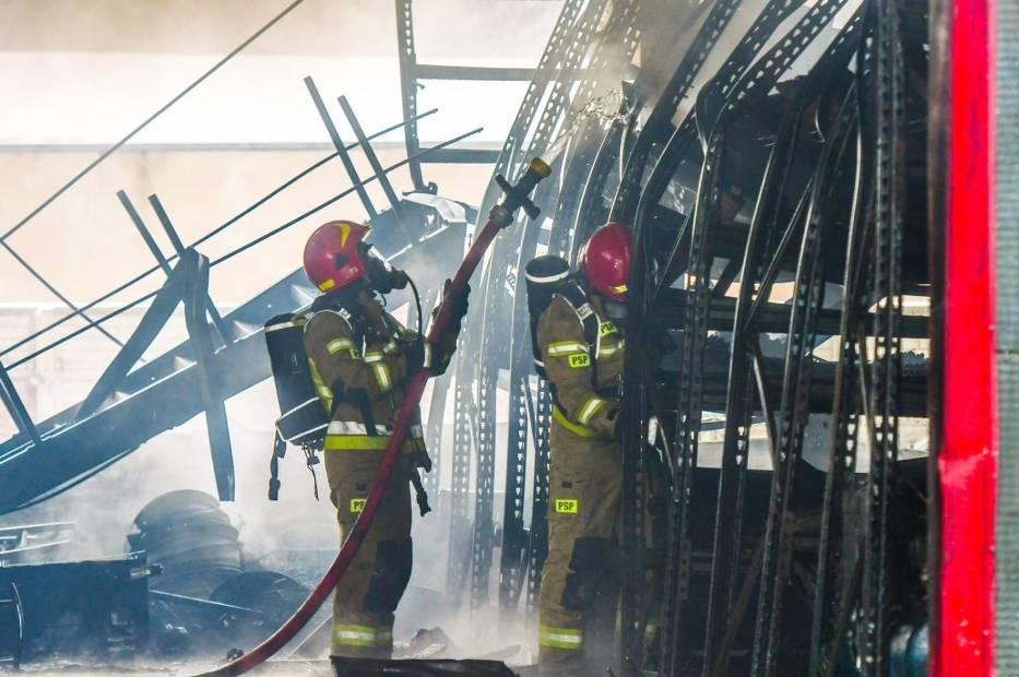 Minimalne wynagrodzenie strażaka w korpusie szeregowych na stanowisku stażysty kształtuje się od 3752 zł brutto wzwyż